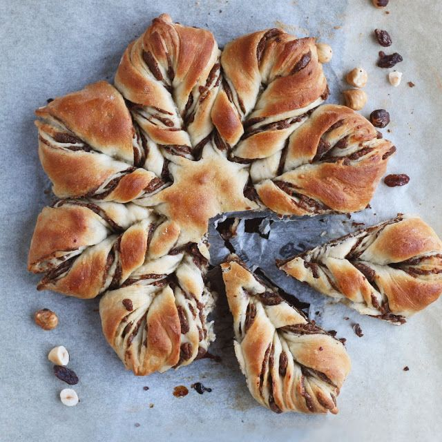 Star bread with cinnamony raisin and hazelnut filling. - by Maikin mokomin #vegan