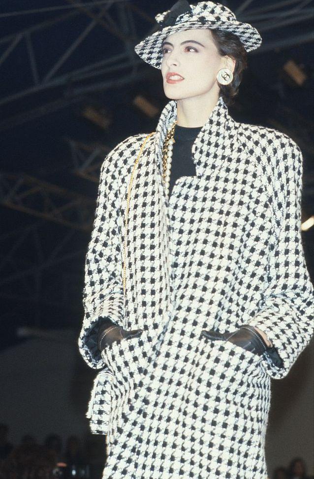 0ed261456bee4 Ines de la Fressange au défilé Chanel printemps été 1985 - 1986