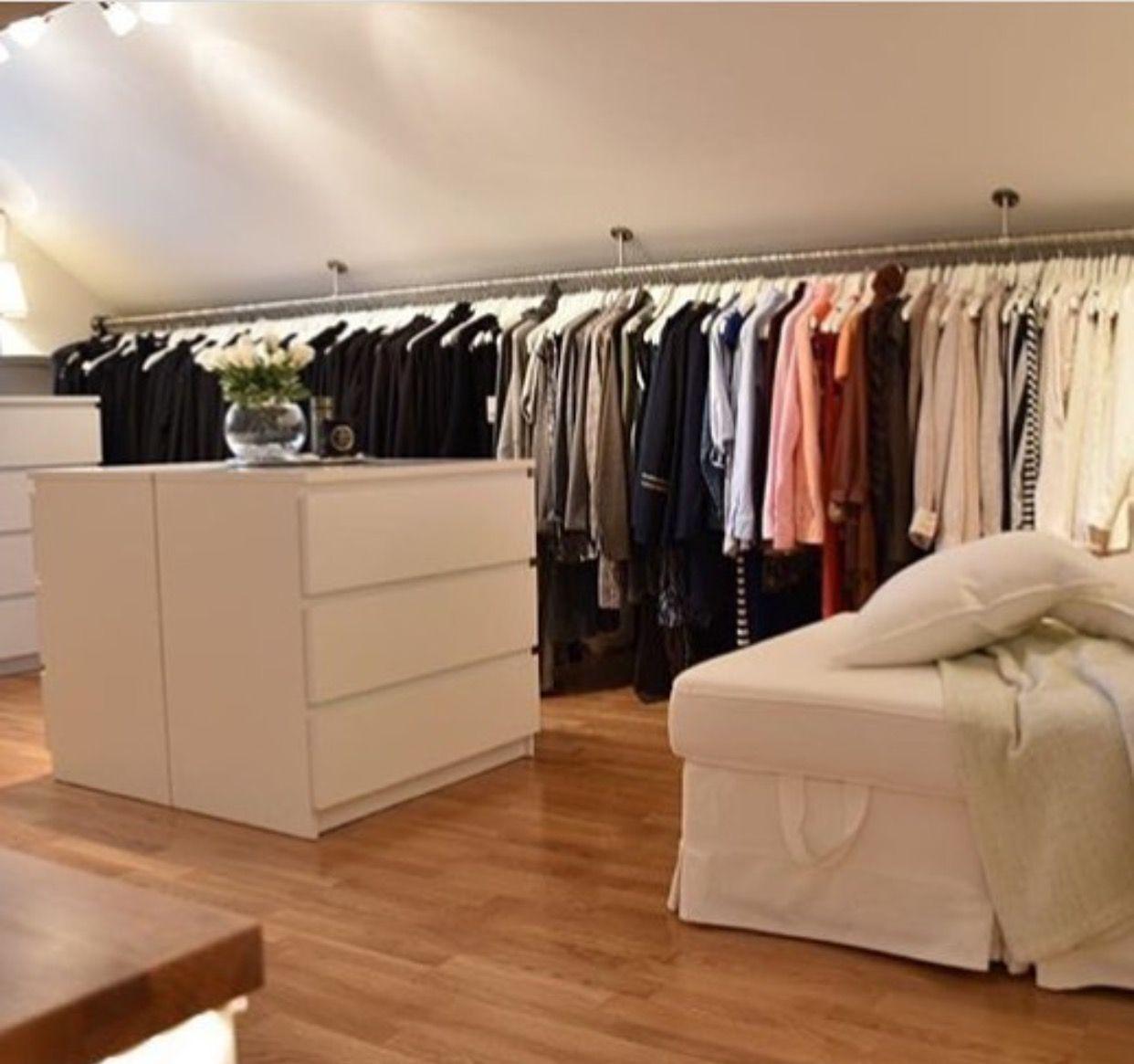 Pin Von Isabel Carvalho Auf Quartos Kleiderschrank Fur Dachschrage Ankleide Zimmer Und Ankleiderzimmer