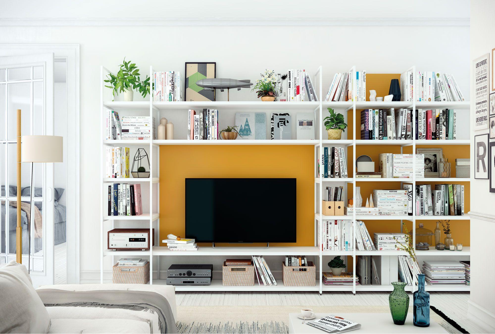 Sala de estar. Estantería blanca combinado con color fuerte ...