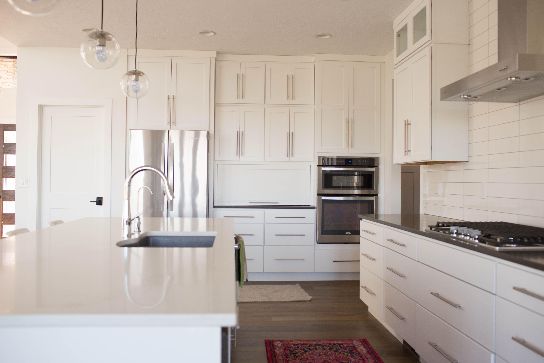 Starmark Cabinetry Maple Bridgeport White Kitchen Cabinetry Kitchen Cabinets