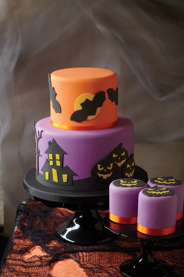 Halloween cake and smaller cakes by Cake Decorating magazine   - halloween houses decorated