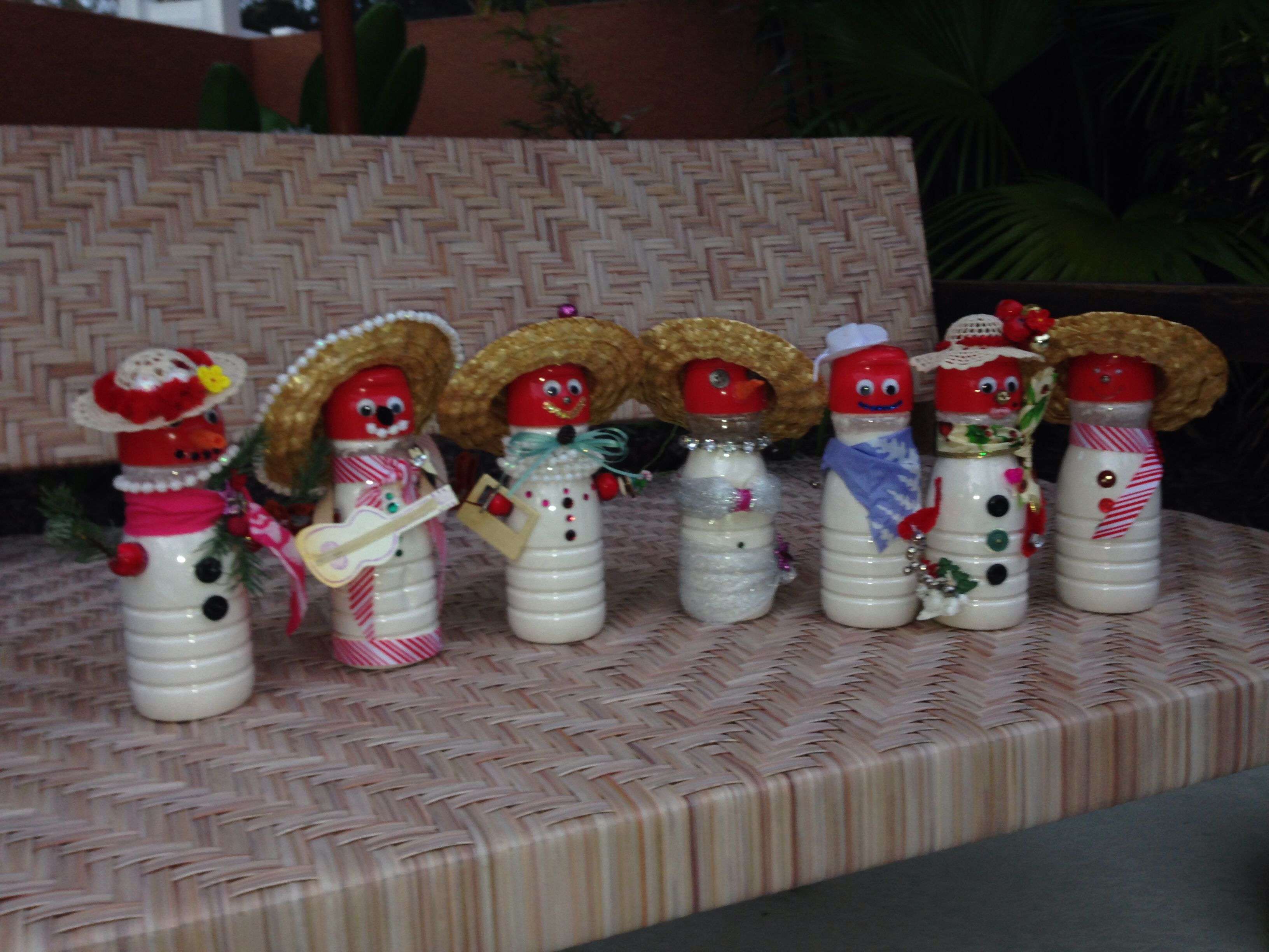 Snowmen out of coffee creamer bottles | Holiday craft ...