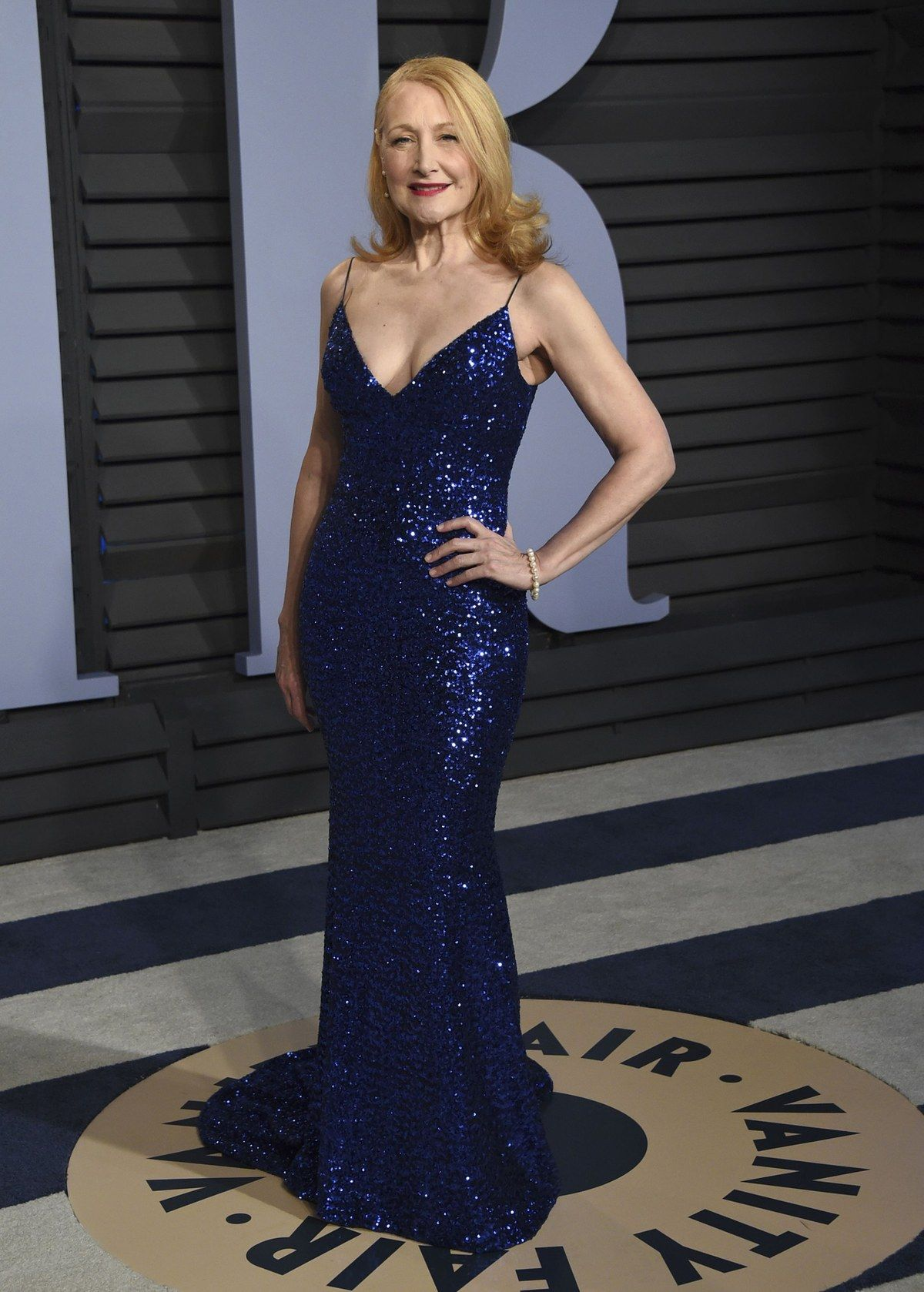 Roben Roter Teppich Vanity Fair Oscar Party 2018 Street Carpet Style