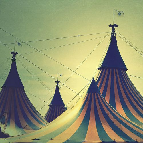 Love the idea of a black and white photo of vintage circus ...