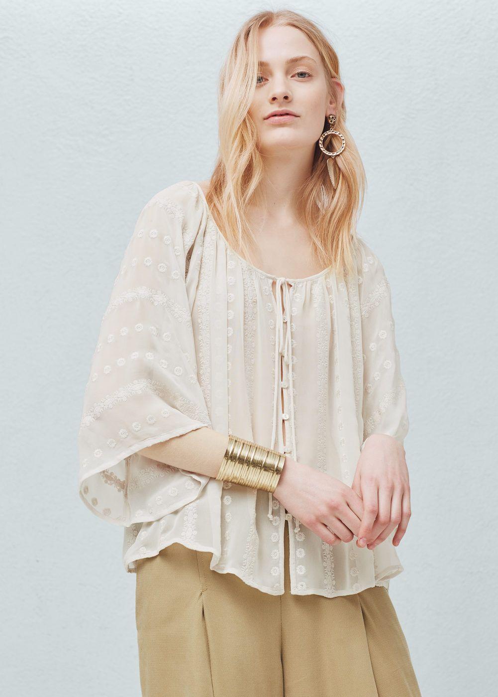 Blusa bordados decorativos | MANGO
