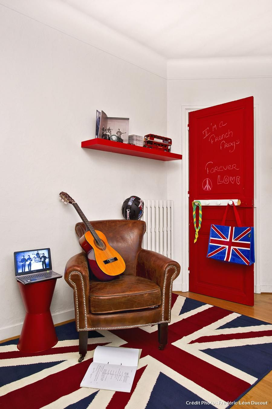 chambre ado porte rouge craie style british - Decoration Chambre Ado Style Anglais