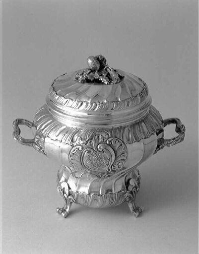 Lidded Sugar Bowl, made by Mestre Gabriel Son (goldsmith),  3rd quarter 18th century,  Bordeaux Museum of Decorative Arts