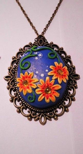Kettenanhänger Blumenmotiv von Tasis Schatzkiste auf DaWanda.com