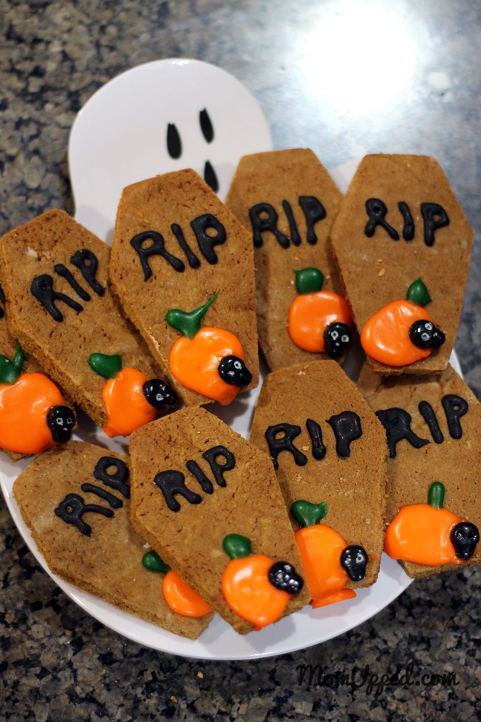 Halloween Cookies.  http://www.momupped.com/the-best-halloween-party.html