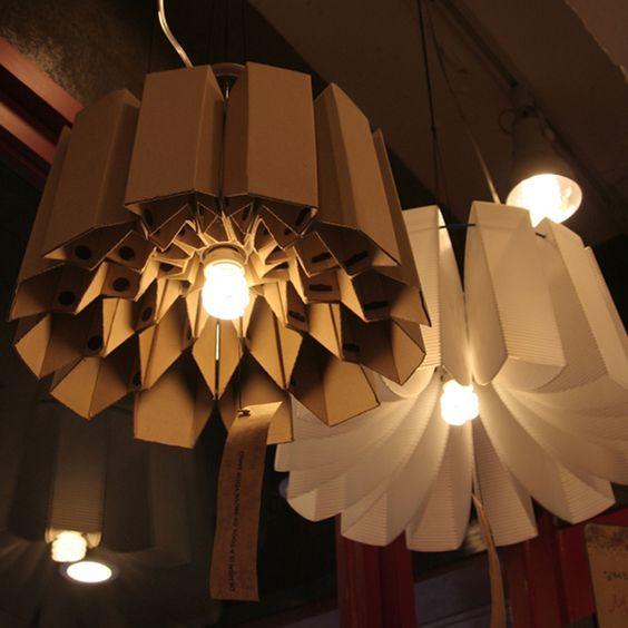 fabriquer un lampadaire en carton voici 20 id es cr atives luminaire pinterest. Black Bedroom Furniture Sets. Home Design Ideas