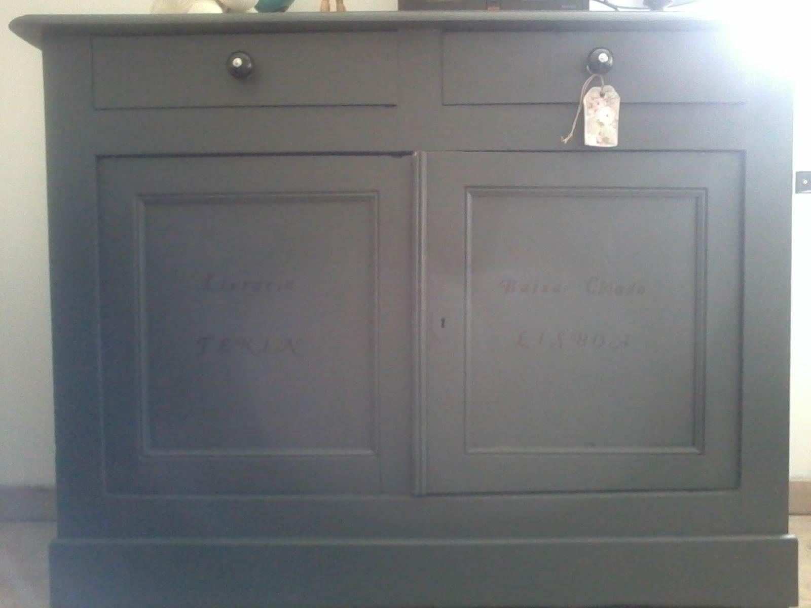 buffet repeint en gris fonce armoire