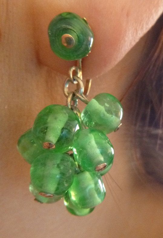 SALE Kramer Green Glass Earrings Dangle Drop Chandelier Grape Cluster Clip On Signed Vintage Cha Cha Jewelry 40s Art Deco Glass Beads Perido