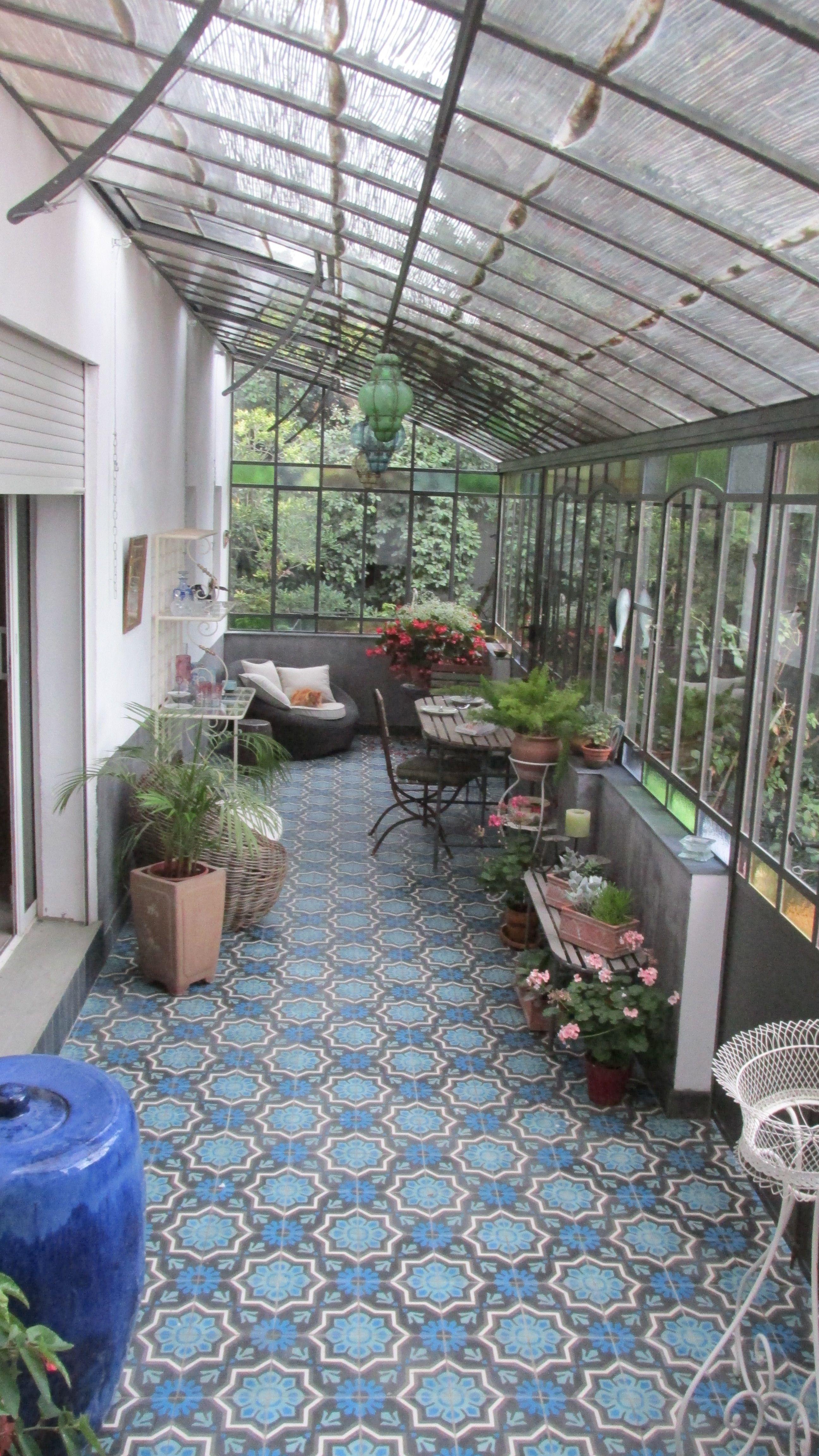Serre de jardin l 39 ancienne adoss e faisant office de jardin d 39 hiver et pi ce de repos les - Verriere jardin d hiver ...