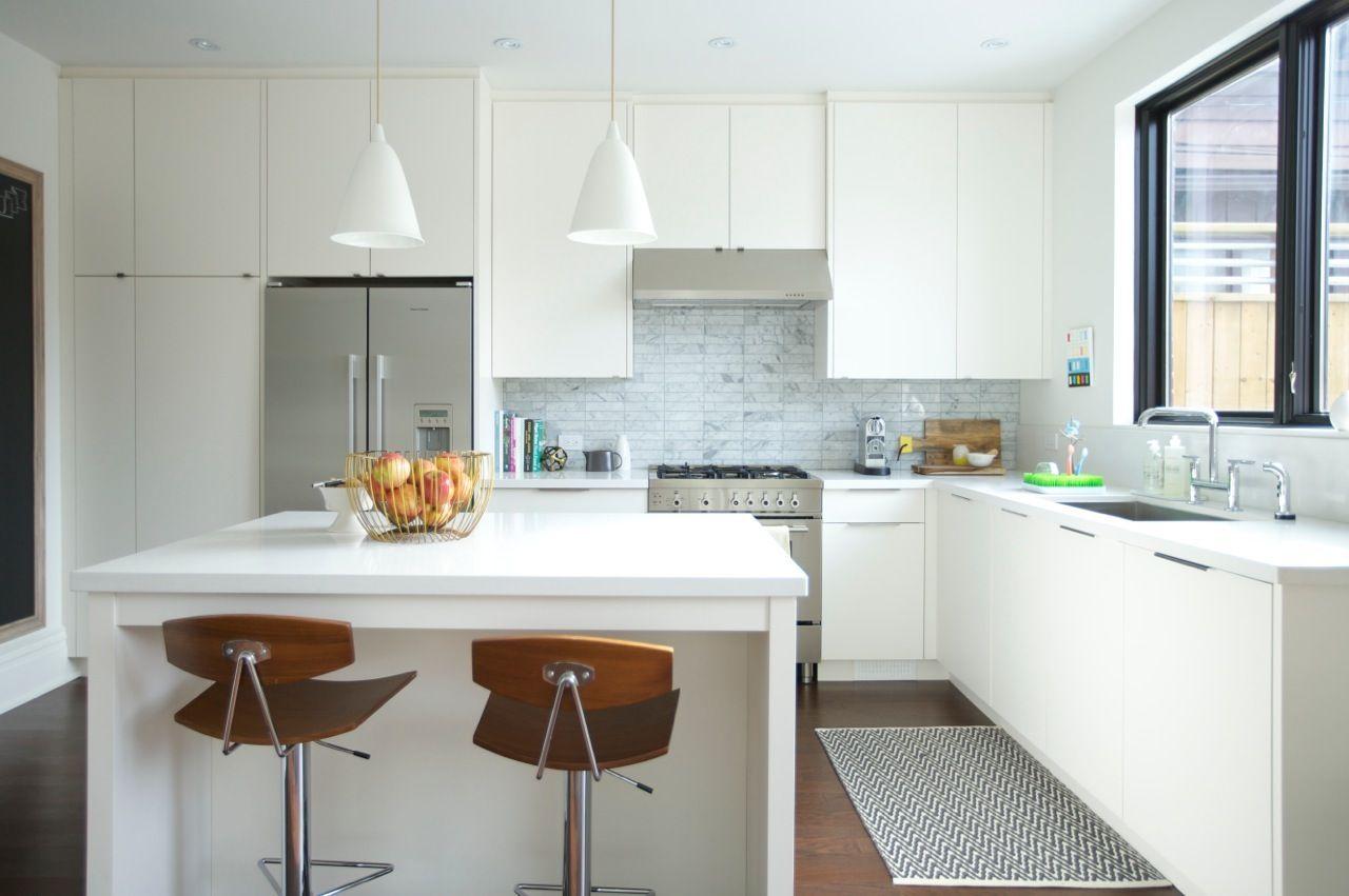 Fabulous White Kitchen Cabinets In Benjamin Moore Cloud Kohler Purist Bridge Faucet Bertazzoni Range With