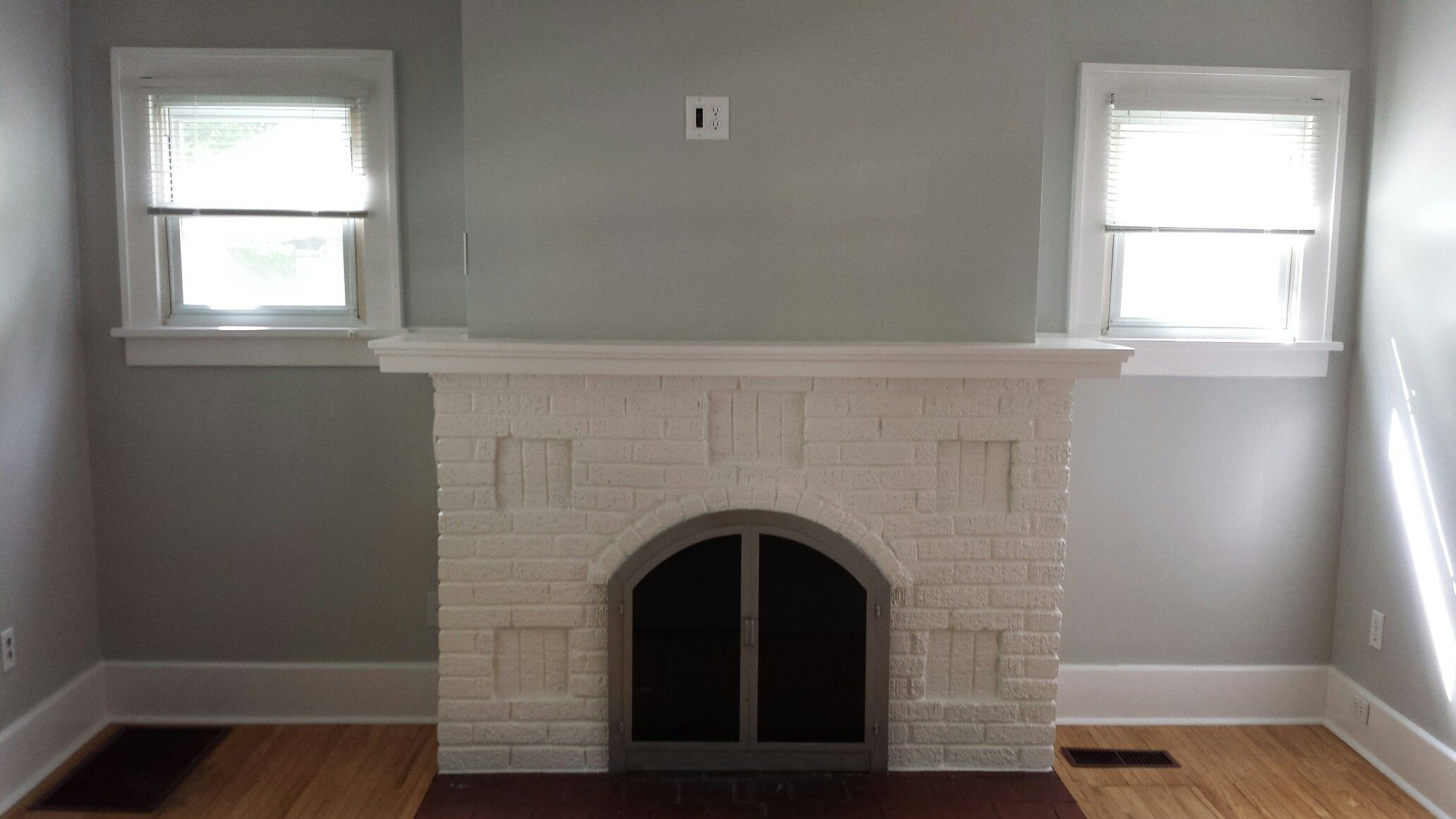 Walls Valspar Notre Dame Trim And Fireplace Valspar Bistro White