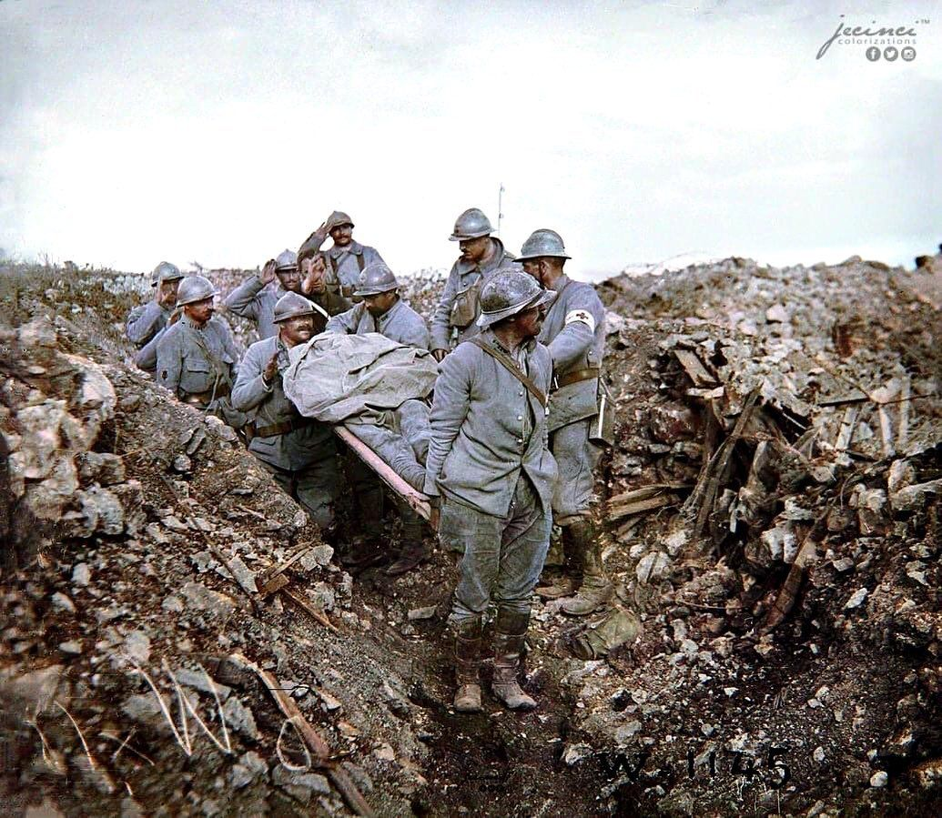 Ww1fotohistory On Instagram French Soldiers Saluting One Of Their Lost Brothers Fallen During The Battle Of Cote 304 Ver Verdun History Education Soldier