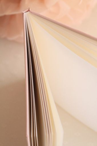 livre d'or  http://atmospheremariages.fr/1318-4609-thickbox/livre-d-or-pink-and-gold.jpg