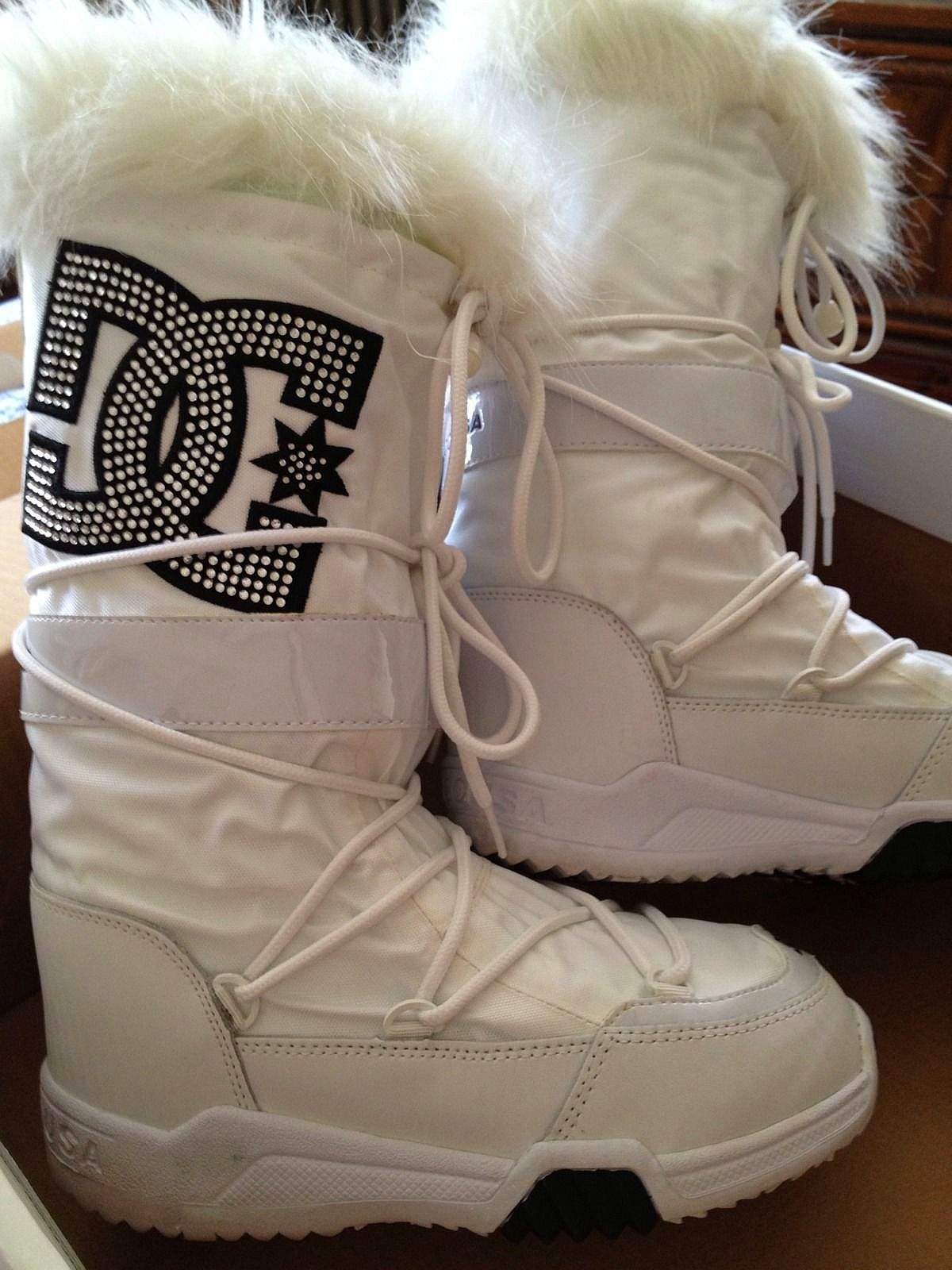 DC Boots (Women's Pre owned DC Shoe Co. USA White Winter