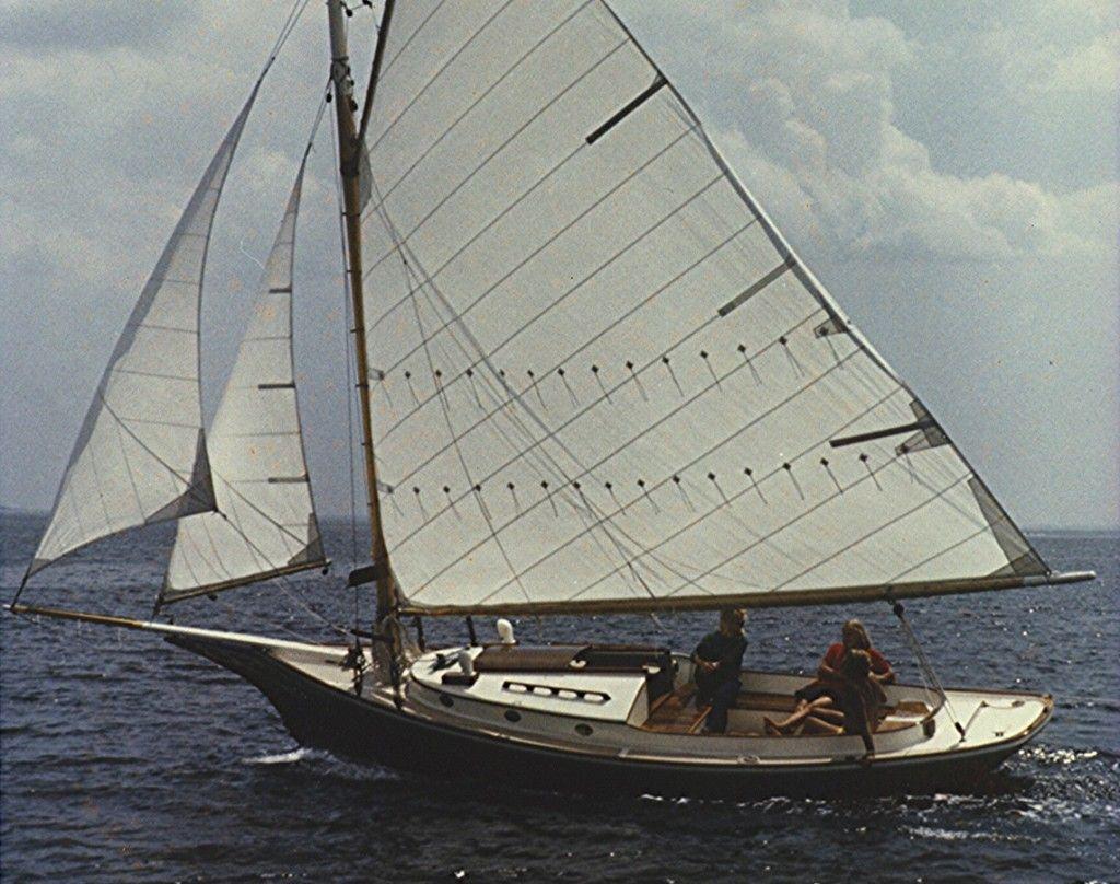 Morris Yachts Pemaquid 25' Friendship sloop Cardboard