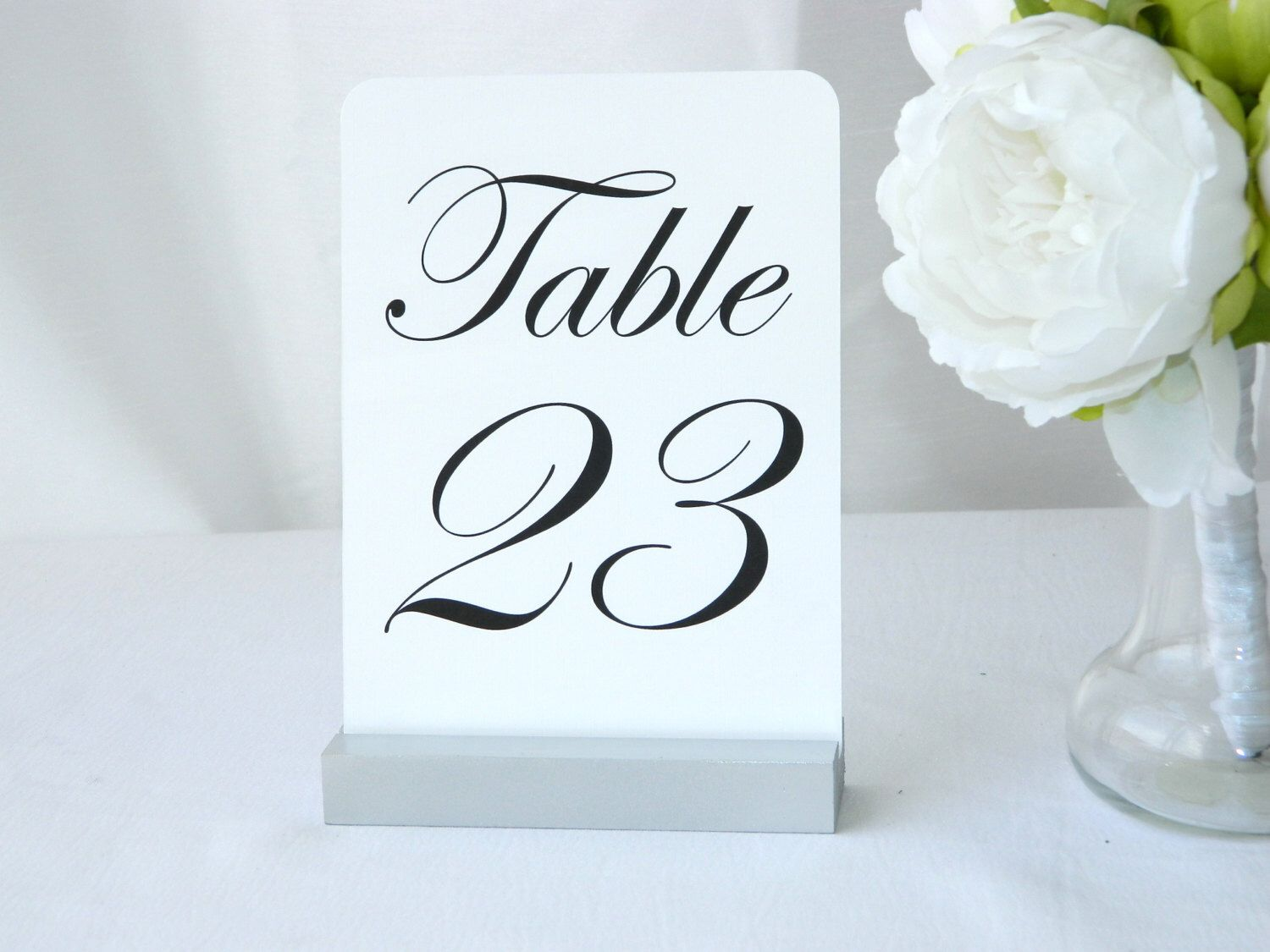 Table Number Holder + Table Number Holder + Silver Wedding Table Number Holder + Silver Table Number Holder di Gallery360 su Etsy https://www.etsy.com/it/listing/475266429/table-number-holder-table-number-holder