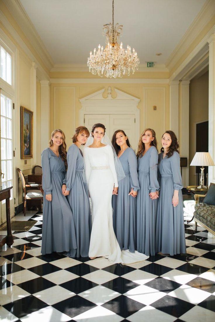 Atemberaubende Lengärmel Brautjungfern- und Brautkleider. Inspiration für eine Winterhochzeit …   – Bridesmaids Inspiration