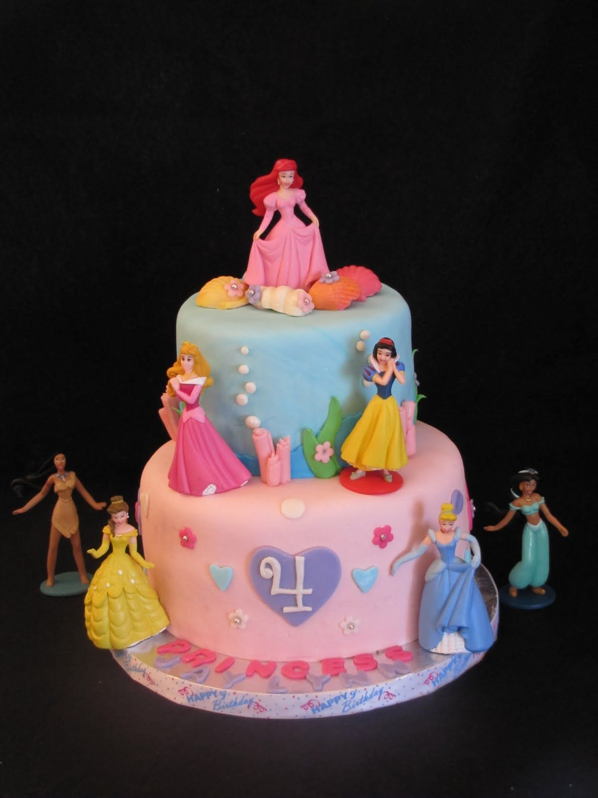 Disney Princess Themed Birthday Cake This Four Year Old Girls - Disney birthday cake ideas