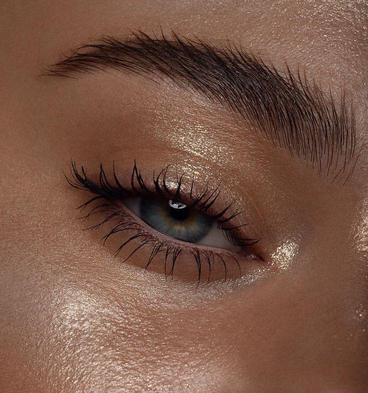 "Photo of Nikki_Makeup on Instagram: ""Starlit skin. 🌟 Using @maccosmetics reflects glitter in gold.  Photo @thebeautyretoucher  Model @claretee_ #nikki_makeup #macro"""