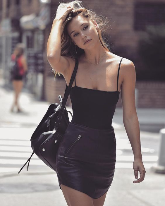 Summer style | Black top with edgy black leather skirt and a ...