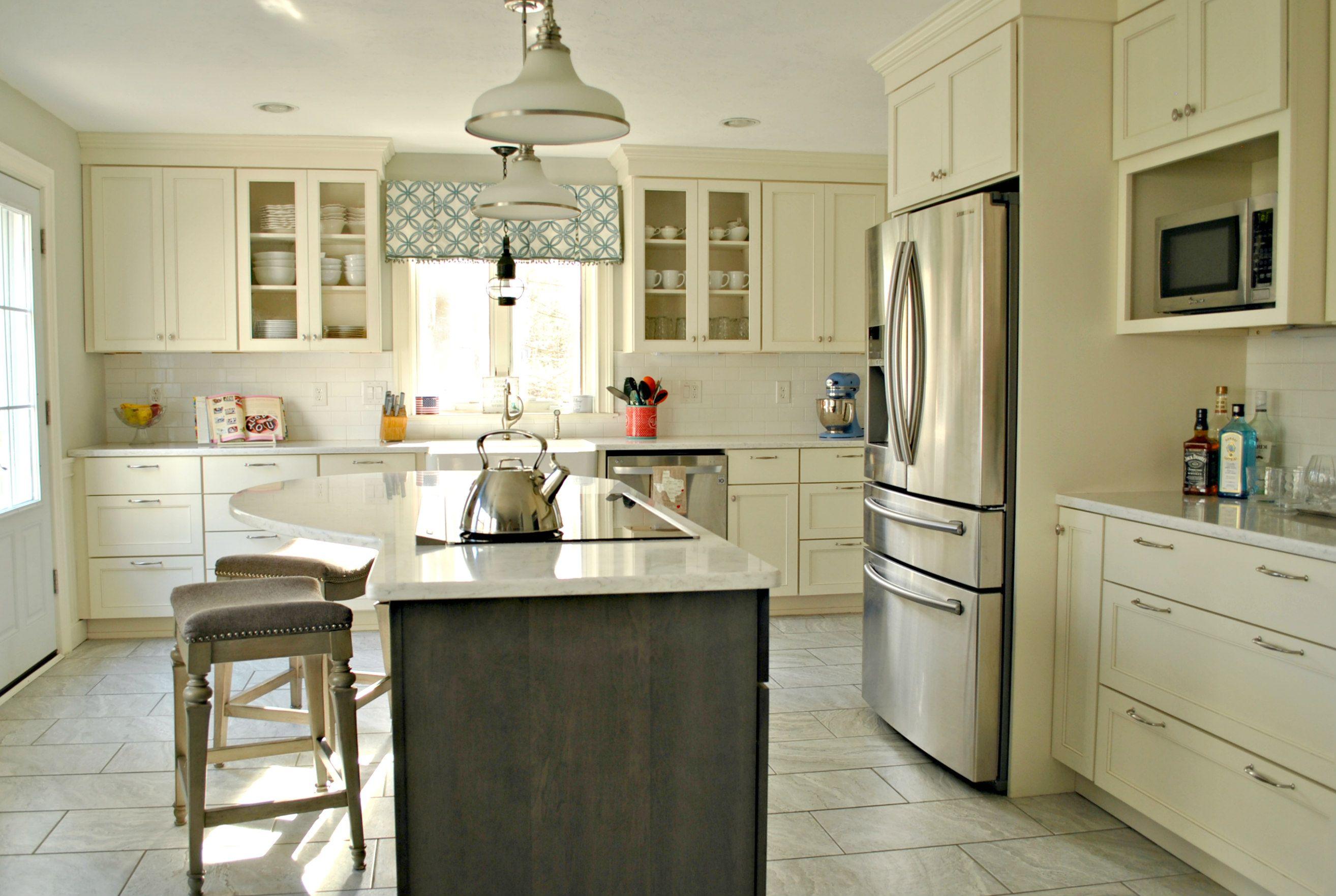 Bon Kitchen Associates Sterling, MA. Designer: Chris Flynn Specie: Maple Doors:  Wabash