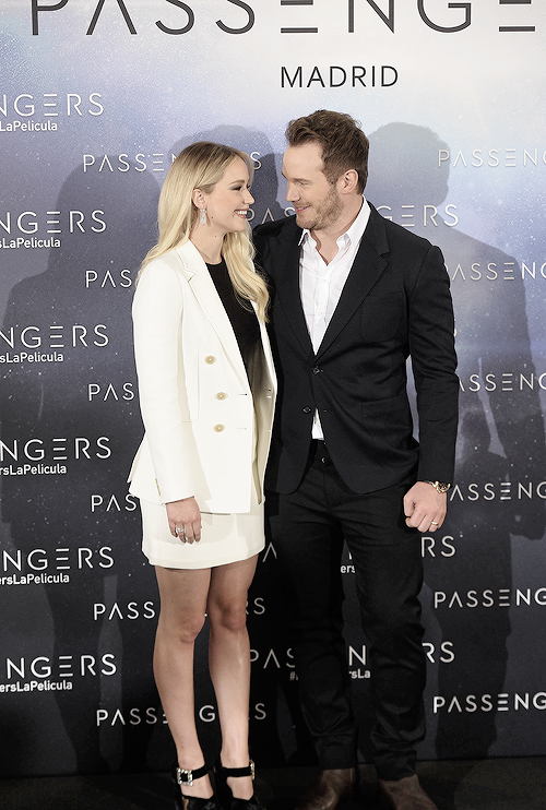 """Jennifer Lawrence and Chris Pratt attend the 'Passengers' photocall at Villamagna hotel on November 30, 2016 in Madrid, Spain. """