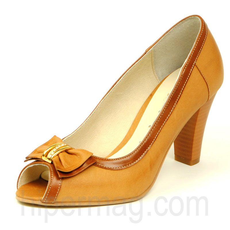 Красиви светлокафяви дамски обувки