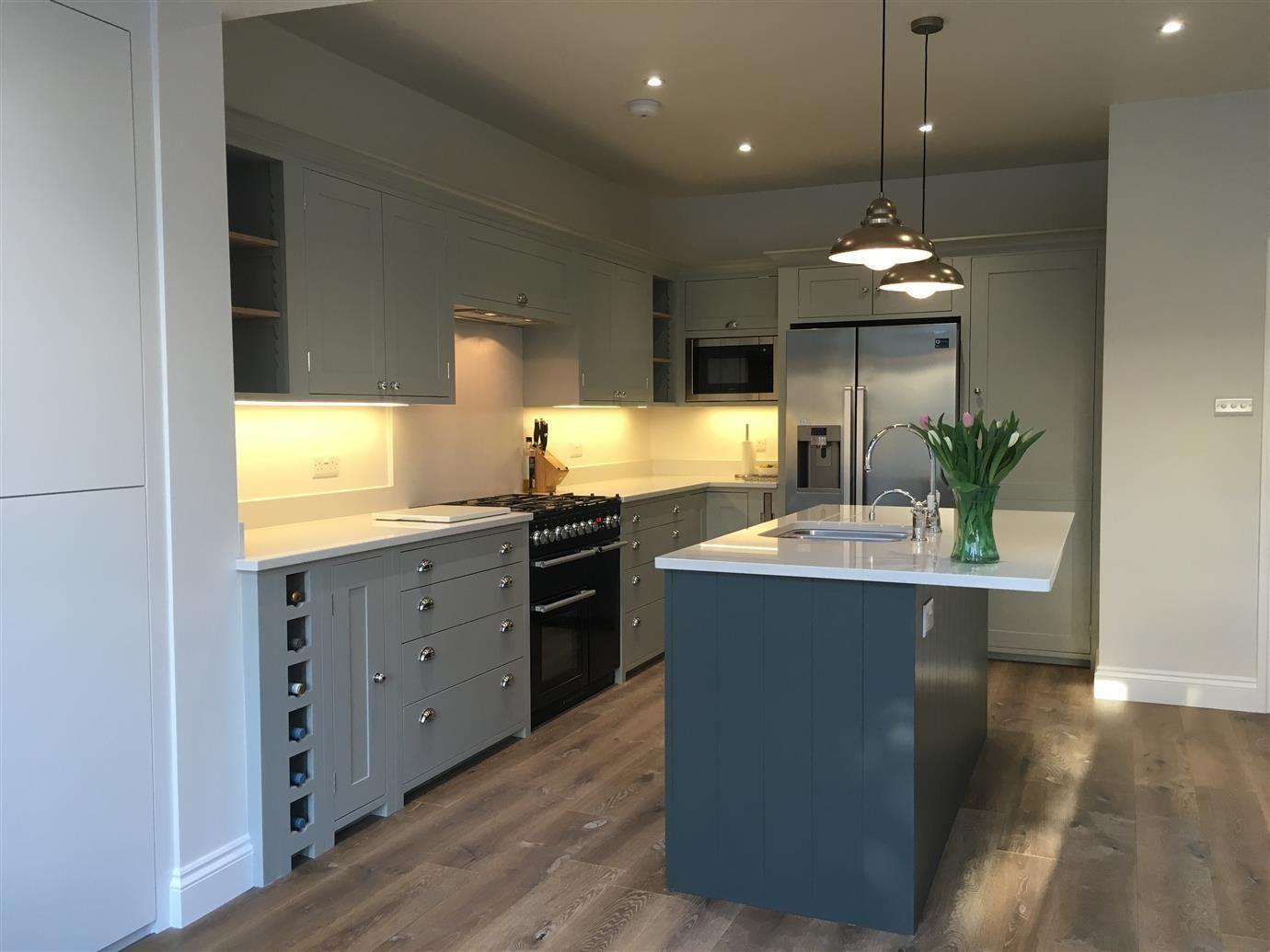 Avanti RA7316PST White modern kitchen, Grey kitchen