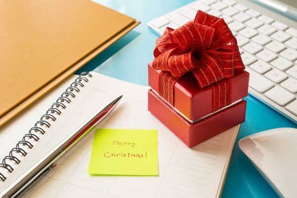 35 easy holiday gift ideas that will work for your co workers or entire office dont stress about business gifts this year