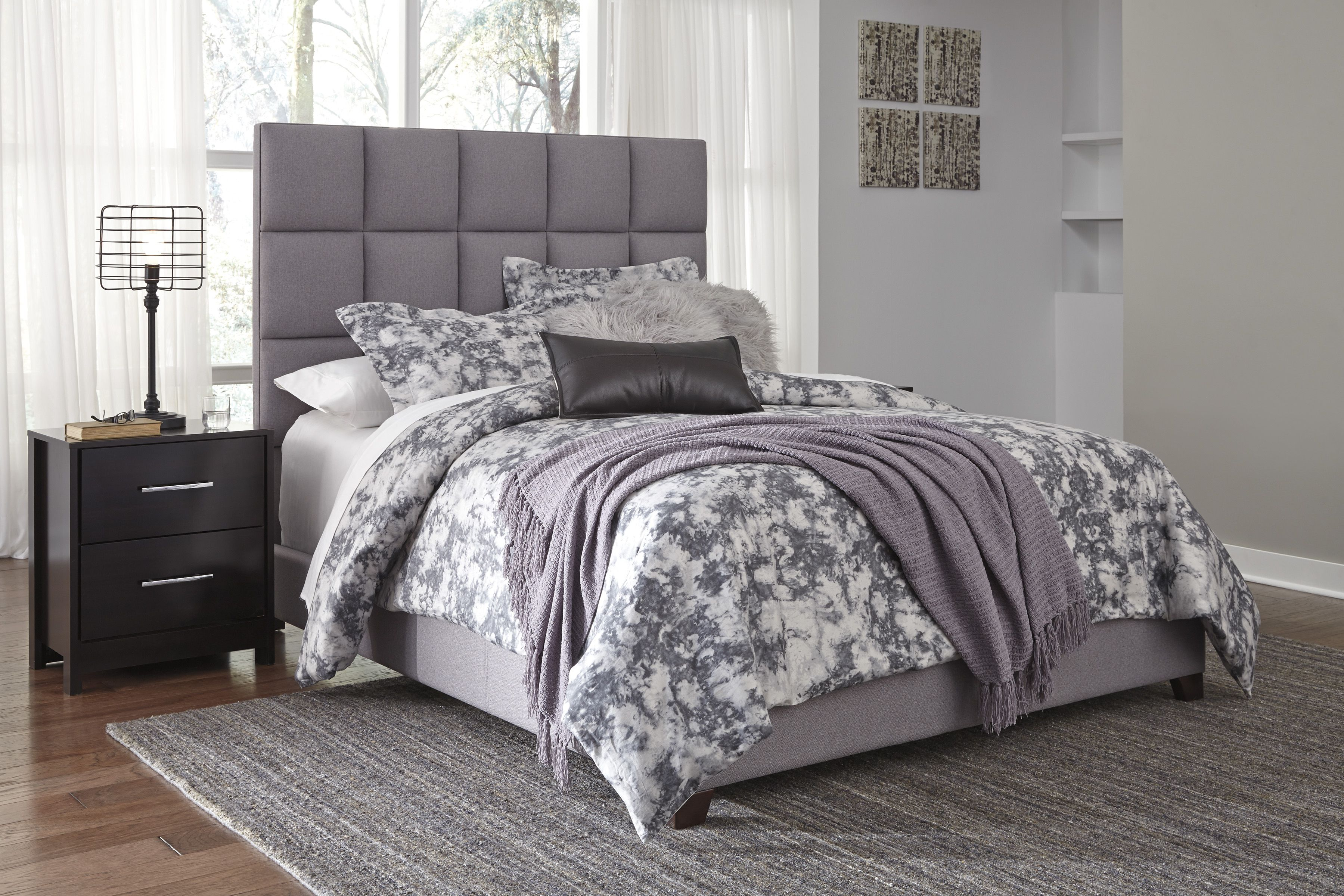 Dolante Gray Queen Upholstered Bed King upholstered bed