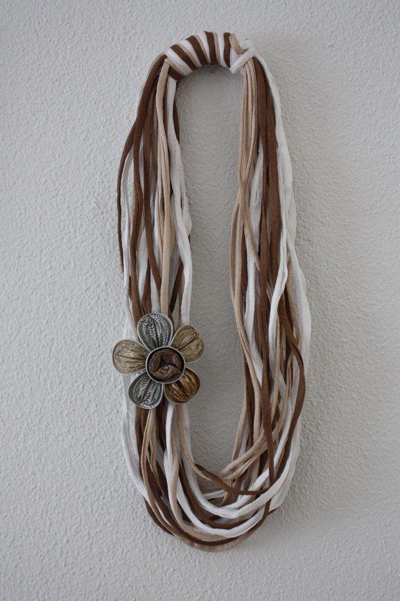 Frühling Halskette White und beige von LoScrignodiClaudia auf Etsy