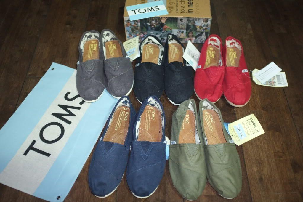 Toms Canvas Classic (For Men)  RP. 350.000,- (FYI, d toko-toko harganya Rp.500.000 an)    READY STOCK   Size: 36 - 44    Contact: 08988.050402    #tomsshoes #jualan #onlineshop #onlineshopindonesia #asli #murah #jualbeli