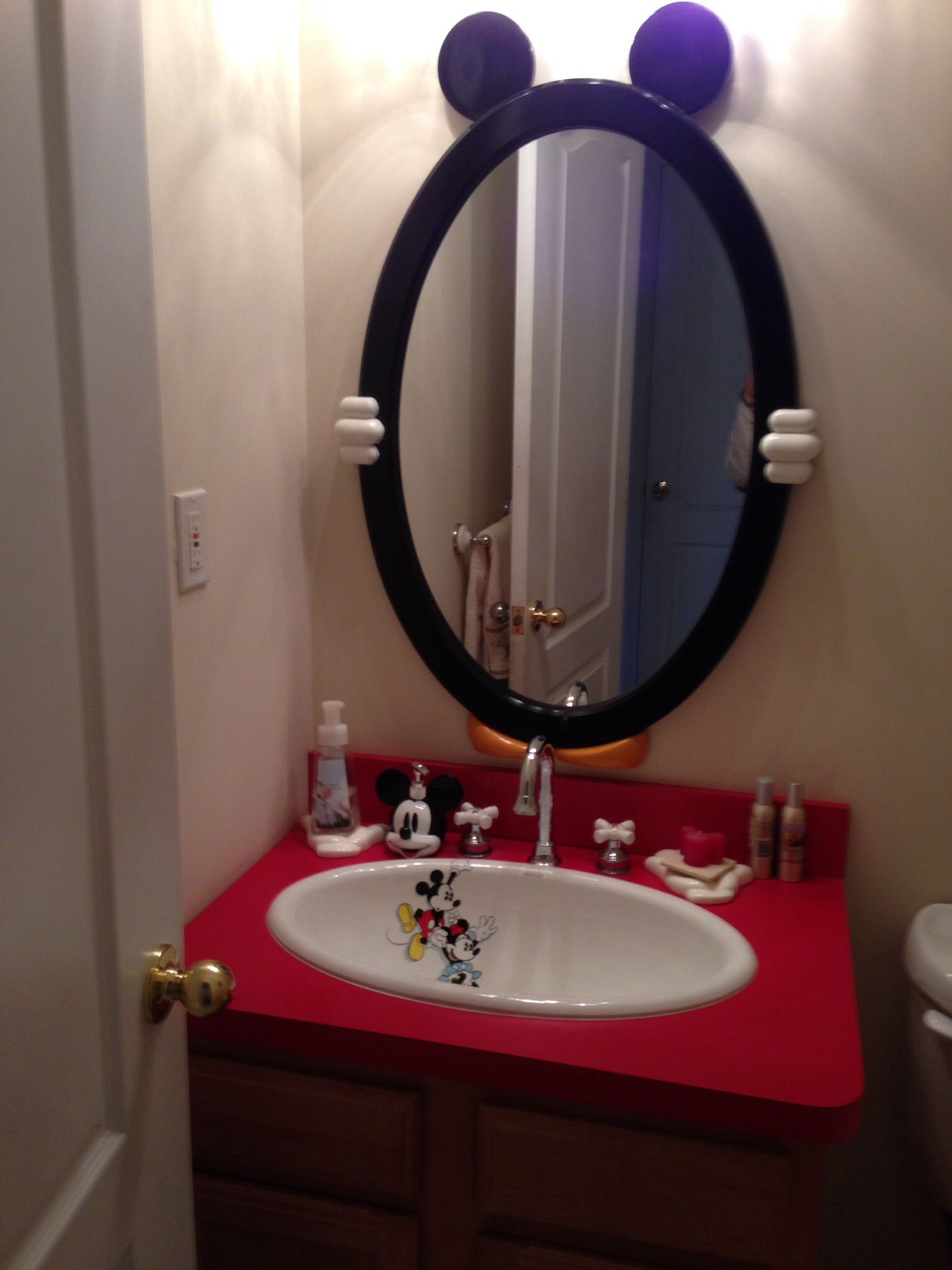 Cute Mickey Mouse bathroom...love that mirror! | Decorating Disney ...