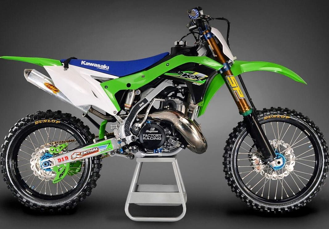 twostroketuesday kicking off with a 1988 #kawasaki KX engine slammed