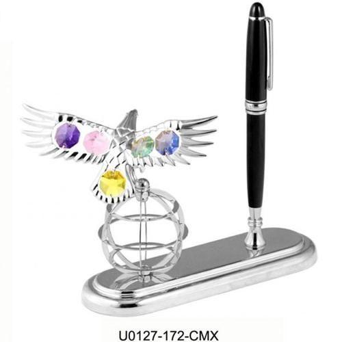 """Idee regalo per laurea ragazzo """"Aquila su globo argentata con penna""""    http://www.ideebomboniere.com/laurea-con-swarovski/465-idee-regalo-per-laurea-ragazzo-aquila-su-globo-argentata-con-penna.html"""
