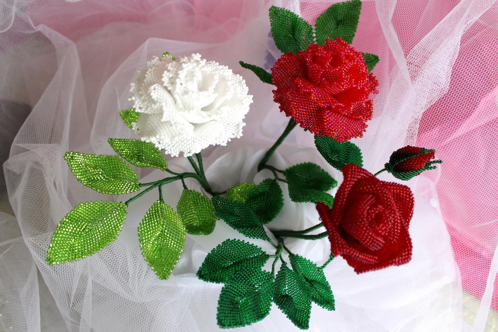 очень красивый букет роз из бисера раздел