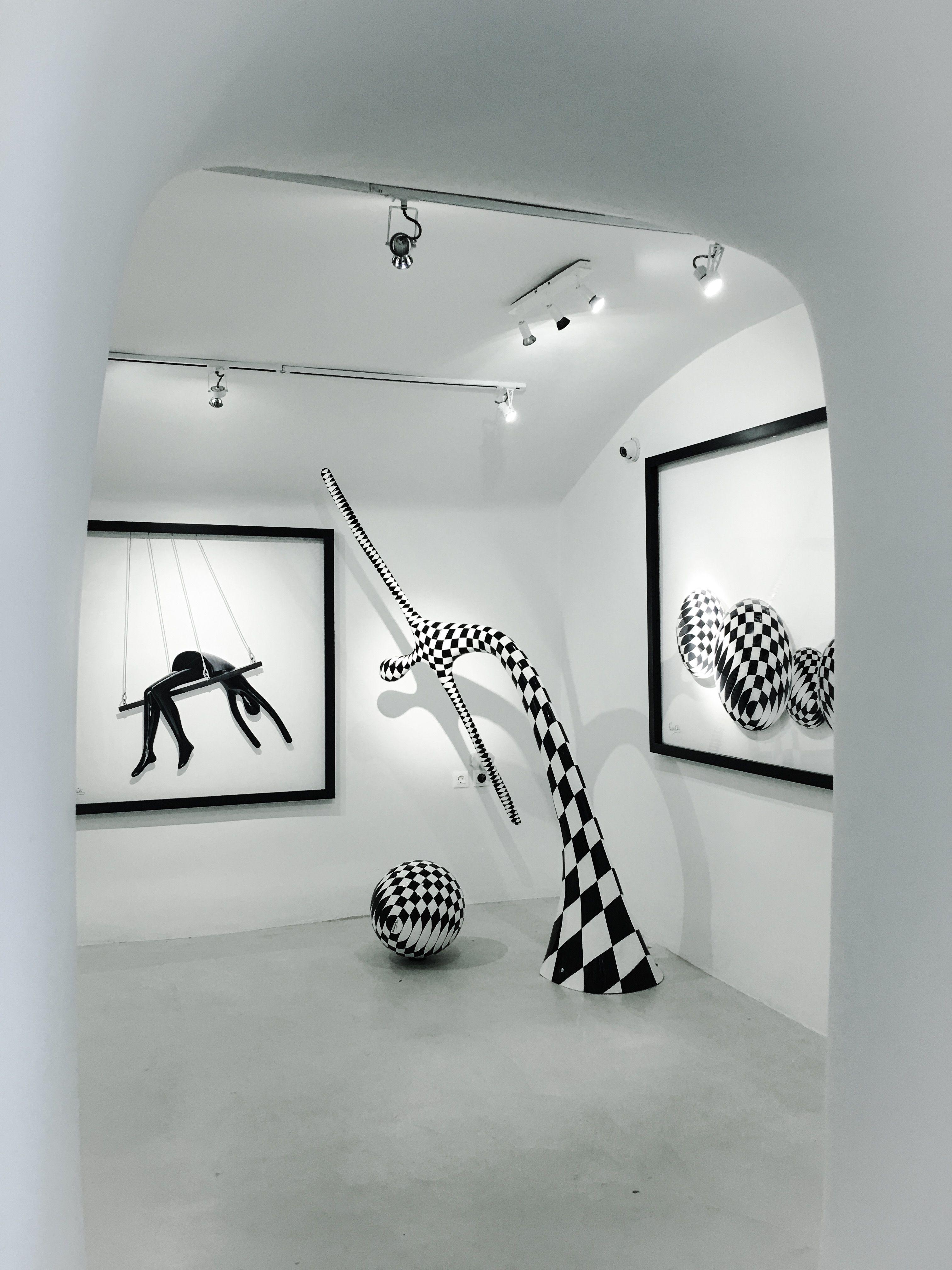 Inside Oia Treasures Art Gallery with Vassiliki    Peek