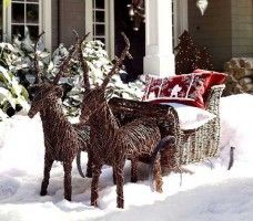 40 Great DIY Decorating Suggestions For Christmas Front Porch | Interior Design World