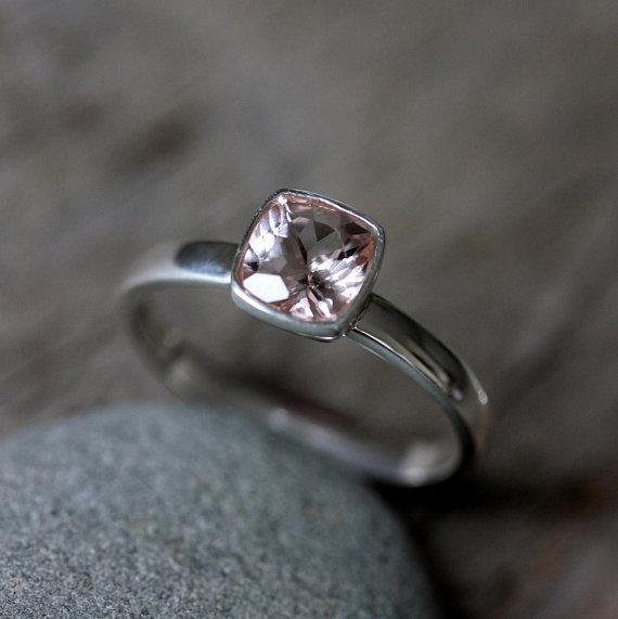 die besten 25 edelsteinringe ideen auf pinterest sch ne ringe kristall ring und aquamarin ringe. Black Bedroom Furniture Sets. Home Design Ideas