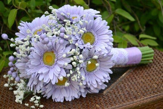 Purple Daisy Wedding Bouquet With Images Diy Bridal Bouquet