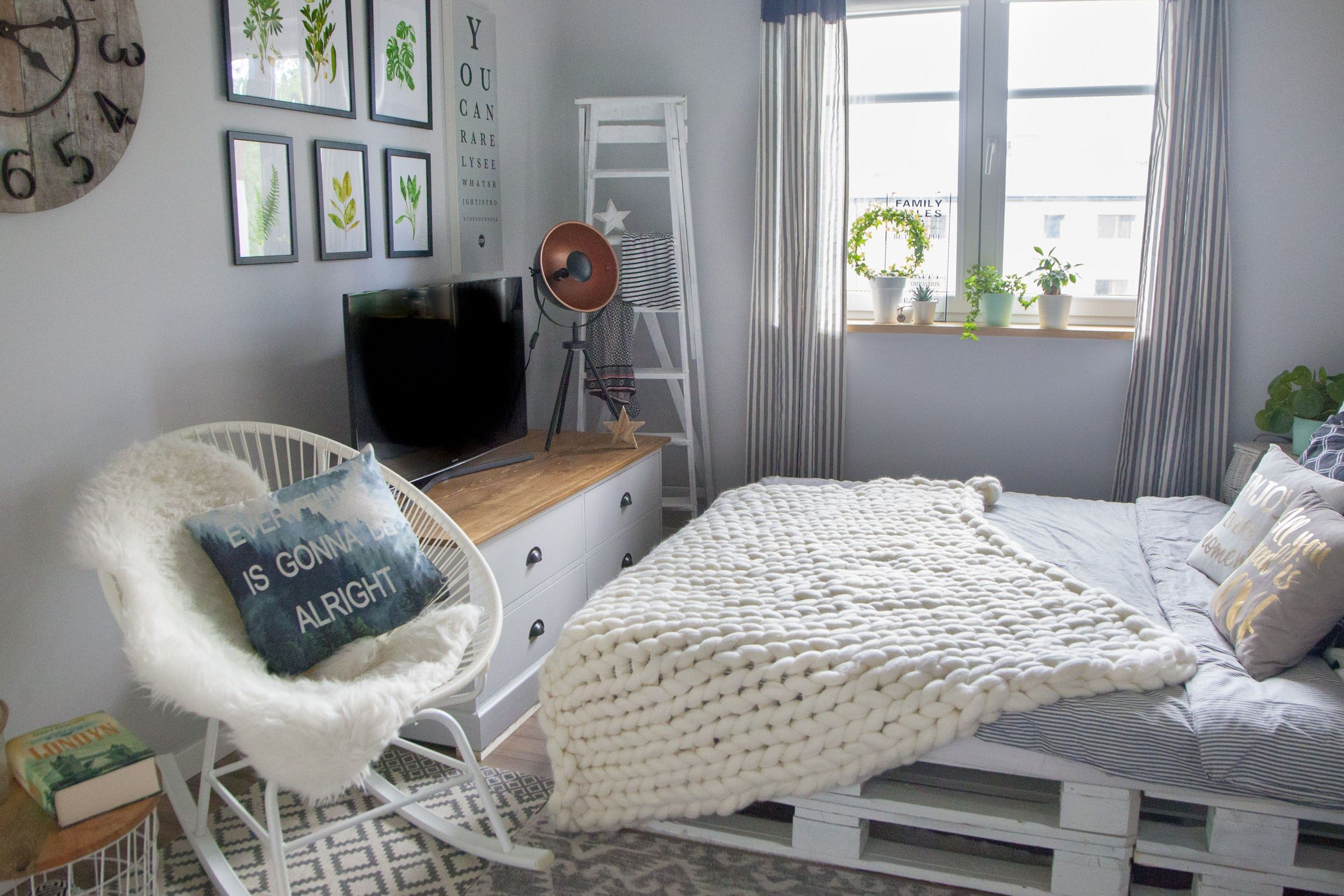 Lozko Z Palet W Sypialni Z Motywem Botanicznym Room Decor Bedroom Room Inspiration Room Decor