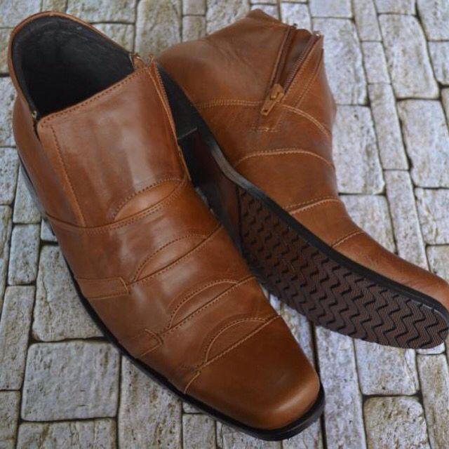 Sepatu Kulit Kickers Boot Coklat Tan Harga  Rp 400.000 sepatu kulit pria  model boots. fec3ae7f39