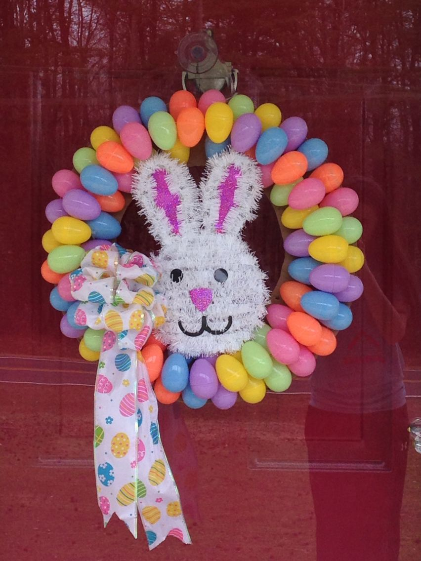 Egg Wreath☺️ made by me: Hannah Cost me less than $10 •2 packs of eggs (42 in a pack) •piece of ...