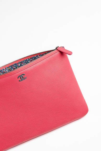 Trousse, chèvre, tissu   métal argenté laqué-rose - CHANEL   Arm ... d168c1e4144