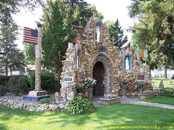 Wisconsinosity :: La Crosse County :: Grotto of the Holy